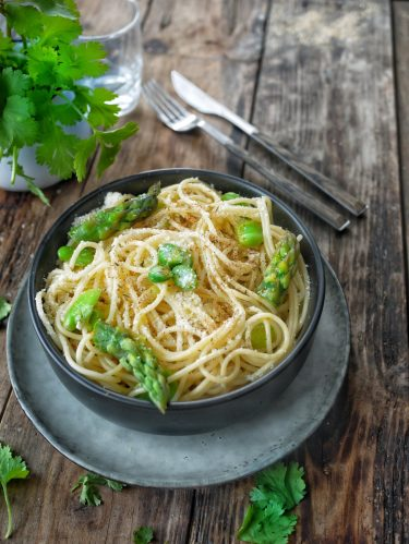 spaghettis aux asperges vertes et feves