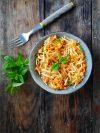 Assiette de céleri, carottes et pommes râpés