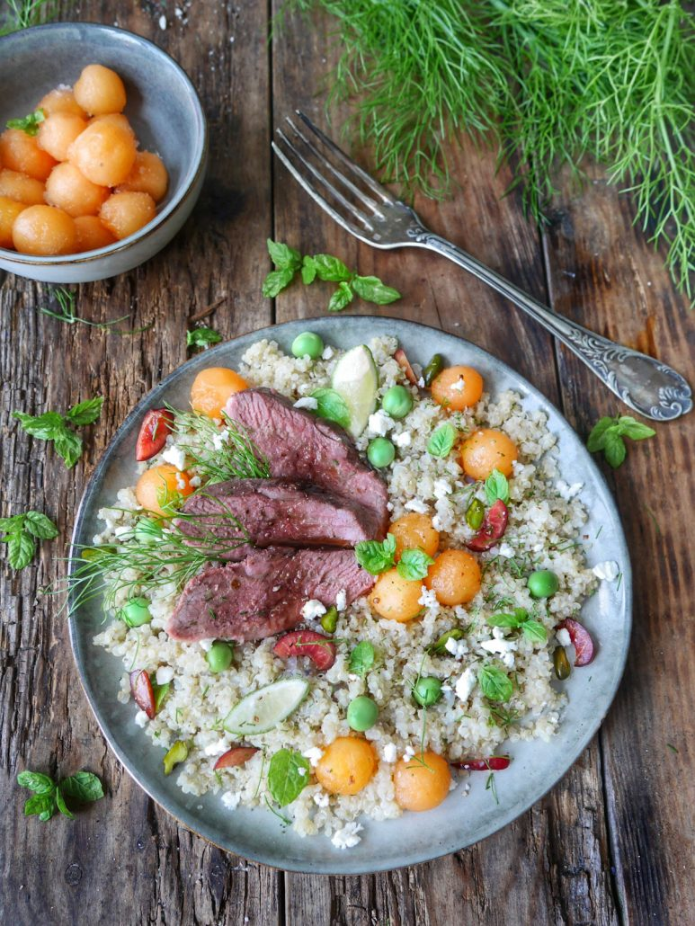 Salade melon, magret et quinoa gourmand