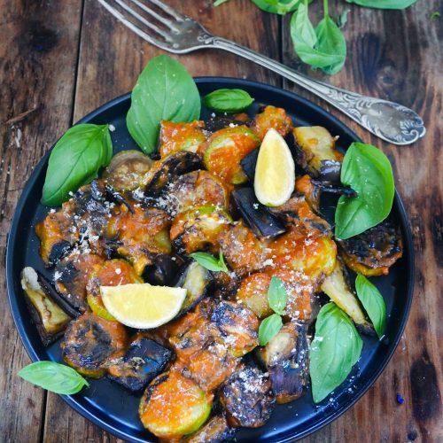 Assiette de parmigania cuite à barbecue