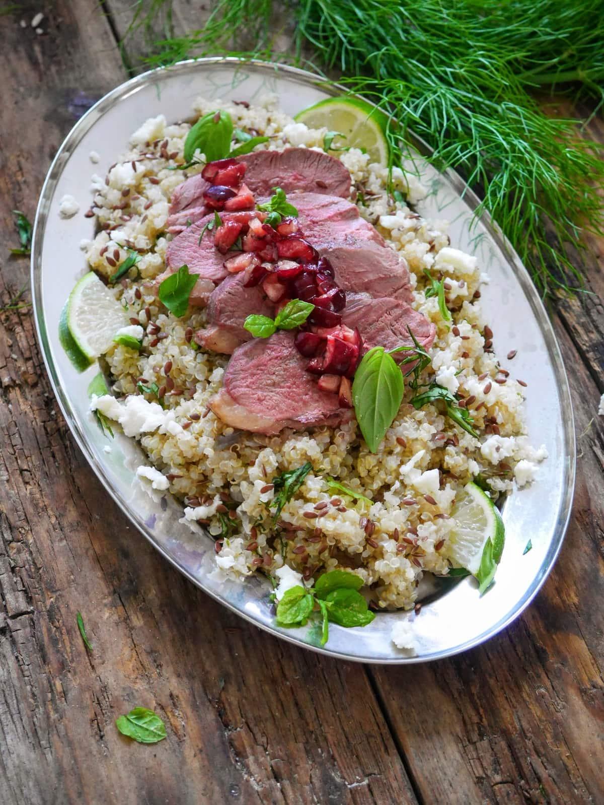magret de canard cuit à coeur, quinoa aux épices et cerises