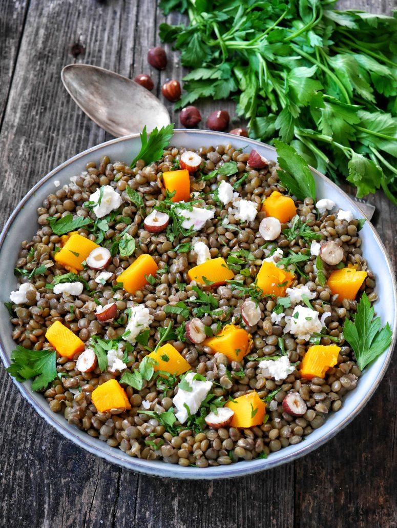 salade de lentilles, cubes de potimarron, persil, feta et noisettes