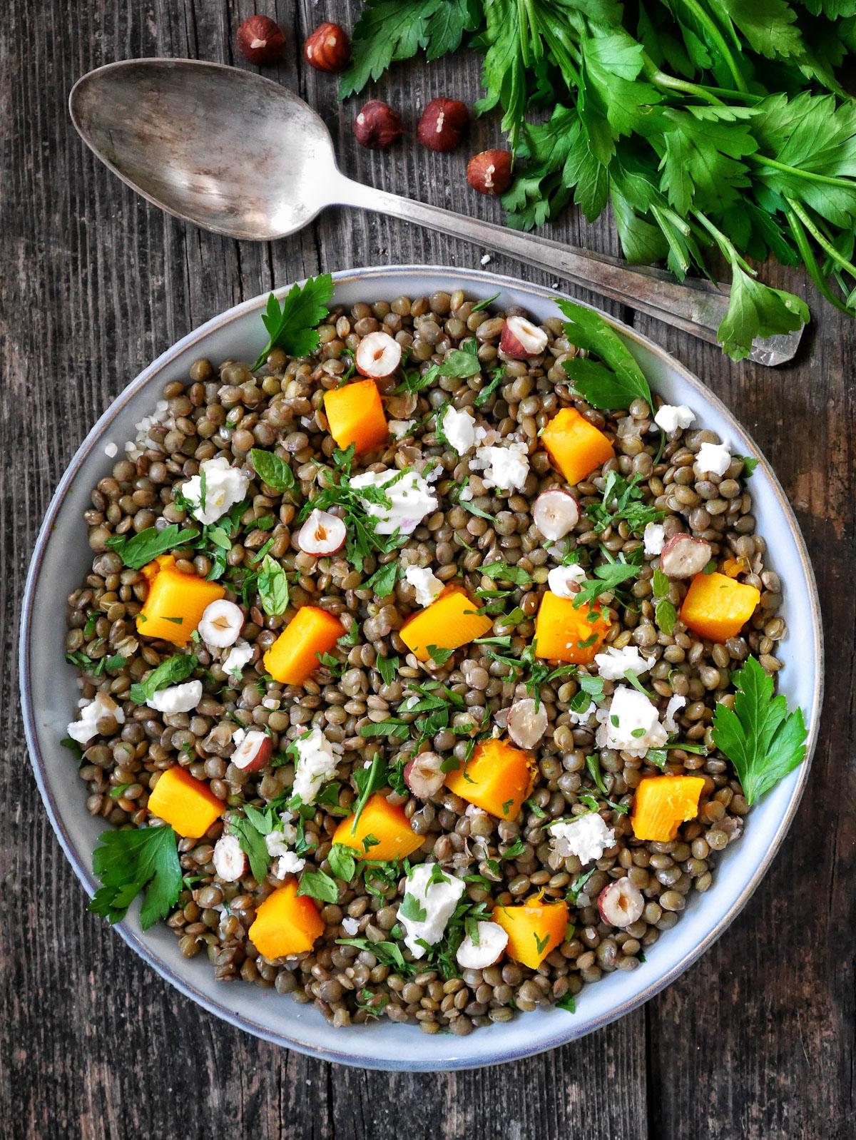 une salade de lentilles, potimarron et féta
