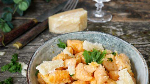 Gnocchis de patates douces au x copeaux de parmesan