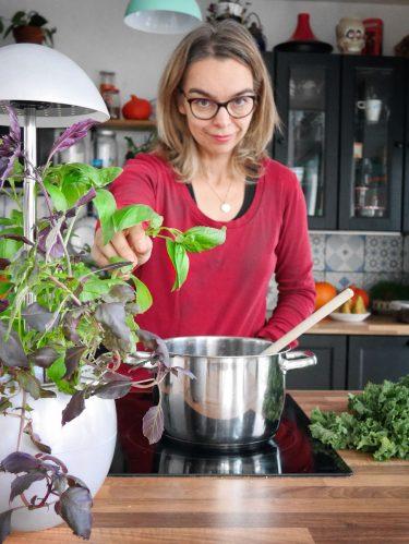cuisiner avec les herbes aromatiques du potager d'intérieur