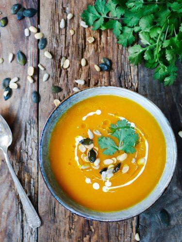 Soupe de patates douces, topping aux graines