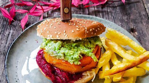 burget végétarien steack de buternut, guacamole et ketchup de betterave