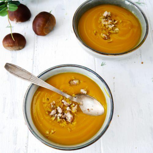 des bols de soupe de potimarron à la chataigne