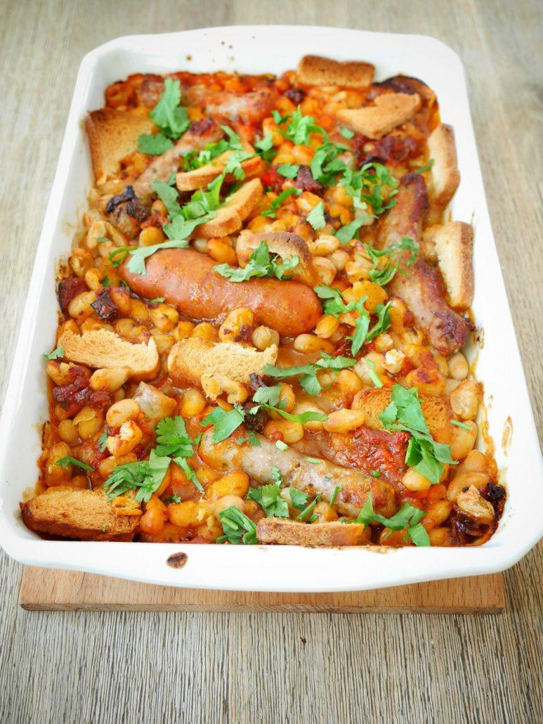plat à gratin de haricot blanc saucisses et tomates