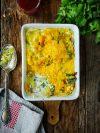 un plat de lasagnes à la fondue de poireaux et au saumon