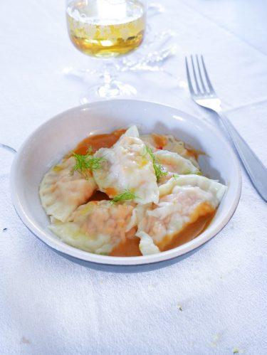 assiette de raviolis à la truite et sauce au poisson