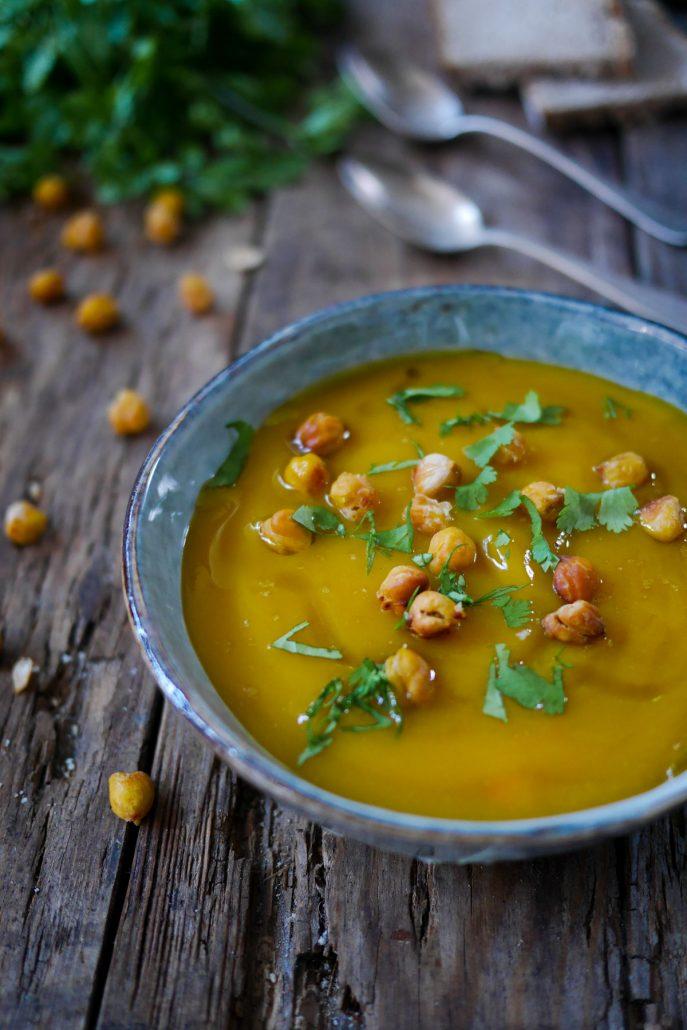 Soupe de carottes au houmous