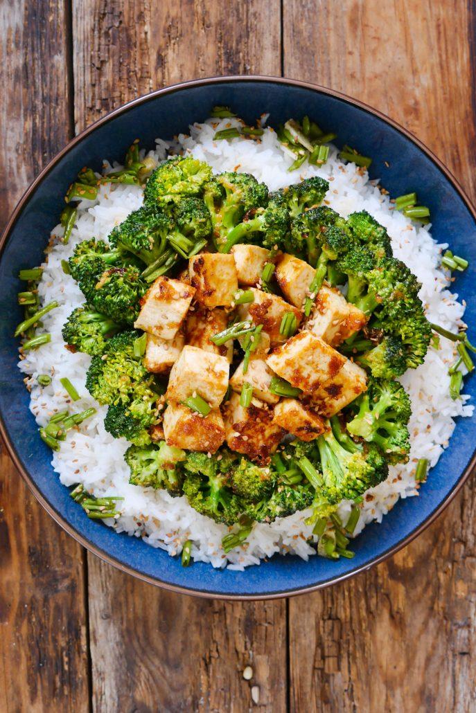 Tofu et brocolis sautés à la sauce asiatique