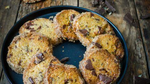 assiette de cookies au chocolat et beurre salé