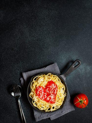 Un plat de spaghettis sauce tomate pour les amoureux