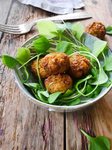 bols de falafels et salade de pourpier d'hiver