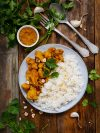 assiette de curry avec riz