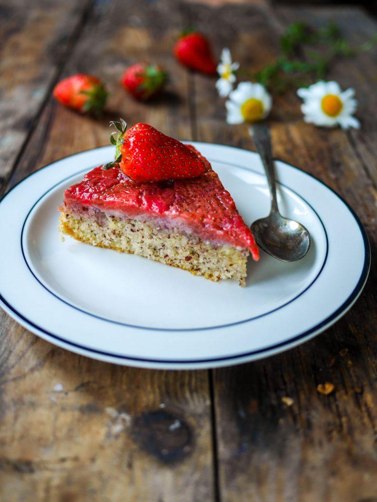 Gâteau moelleux aux amandes et nappage fraises