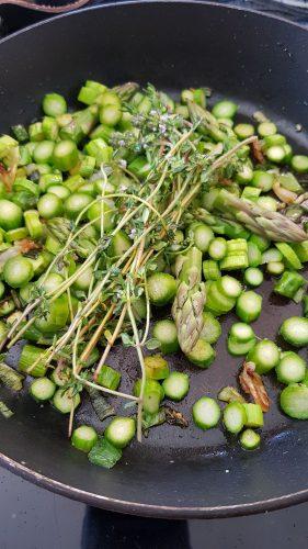 Quiche sans pâte aux asperges vertes