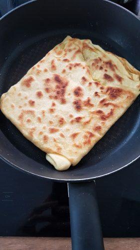 Face dorée du msemmen cuit à la poêle