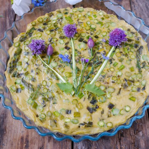 quiche sans pâte aux asperges vertes et fleurs de ciboulette