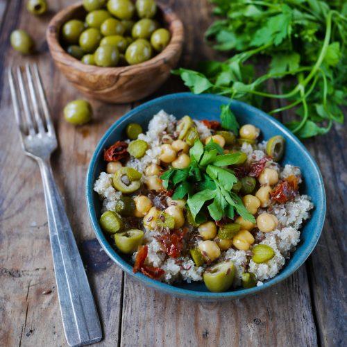 Salade de quinoa olives vertes et pois chiches