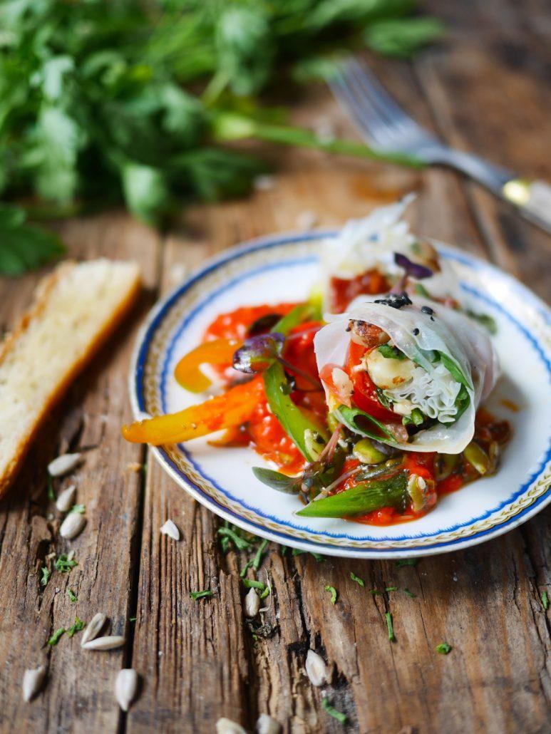 Rouleaux de printemps aux tomates amandes et basilic