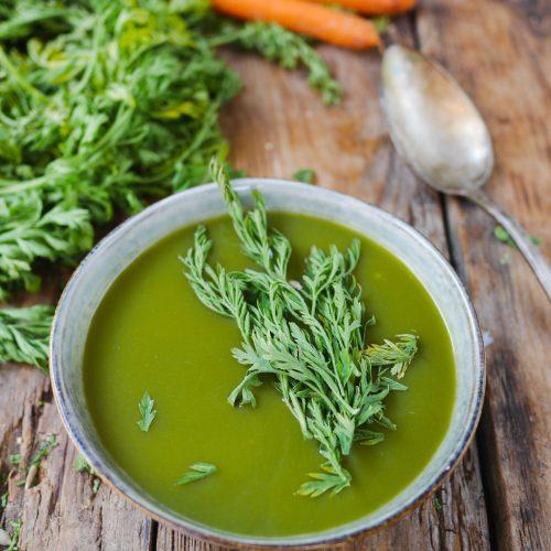Soupe aux fanes de carottes