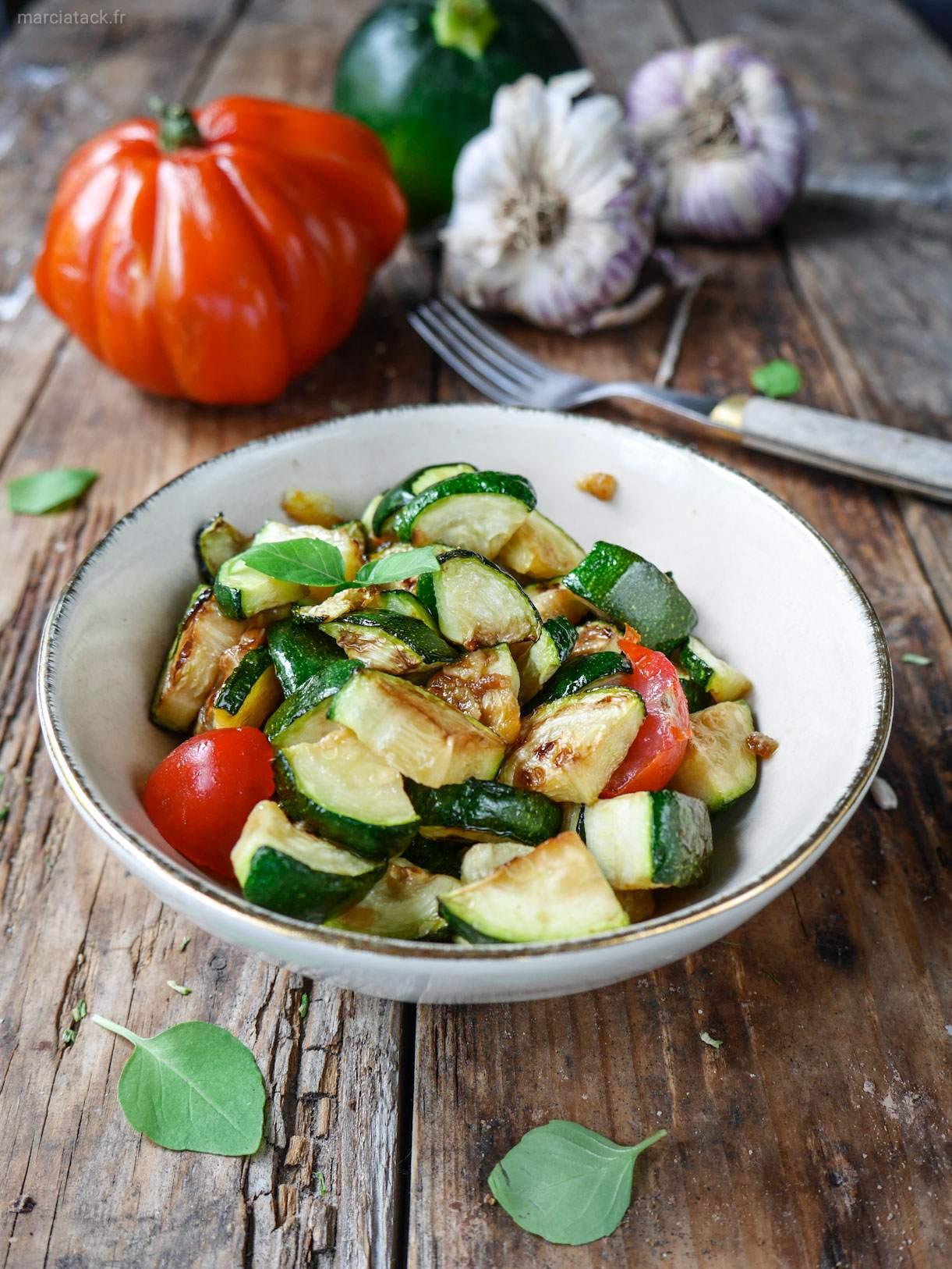 Courgettes à la poêle ail et tomates