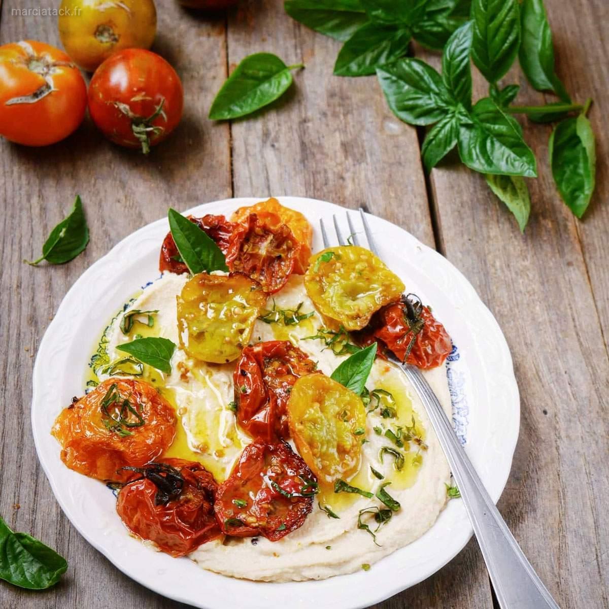 salade de tomates rôties et houmous au basilic