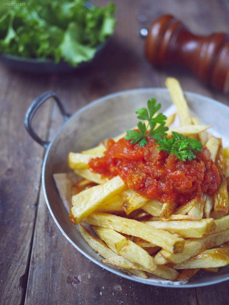Frites sauce tomate