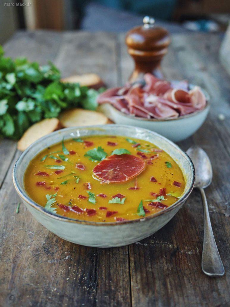 Soupe de courge, chips de Jambon Consorcio Serrano