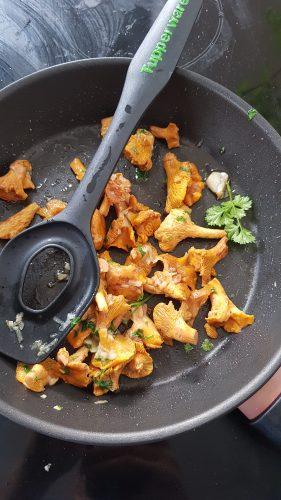 Omelette baveuse aux girolles