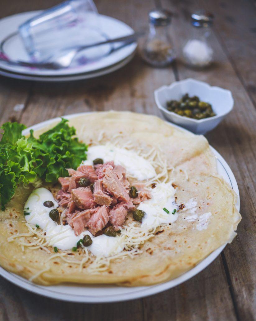 crêpe au thon et fromage râpé