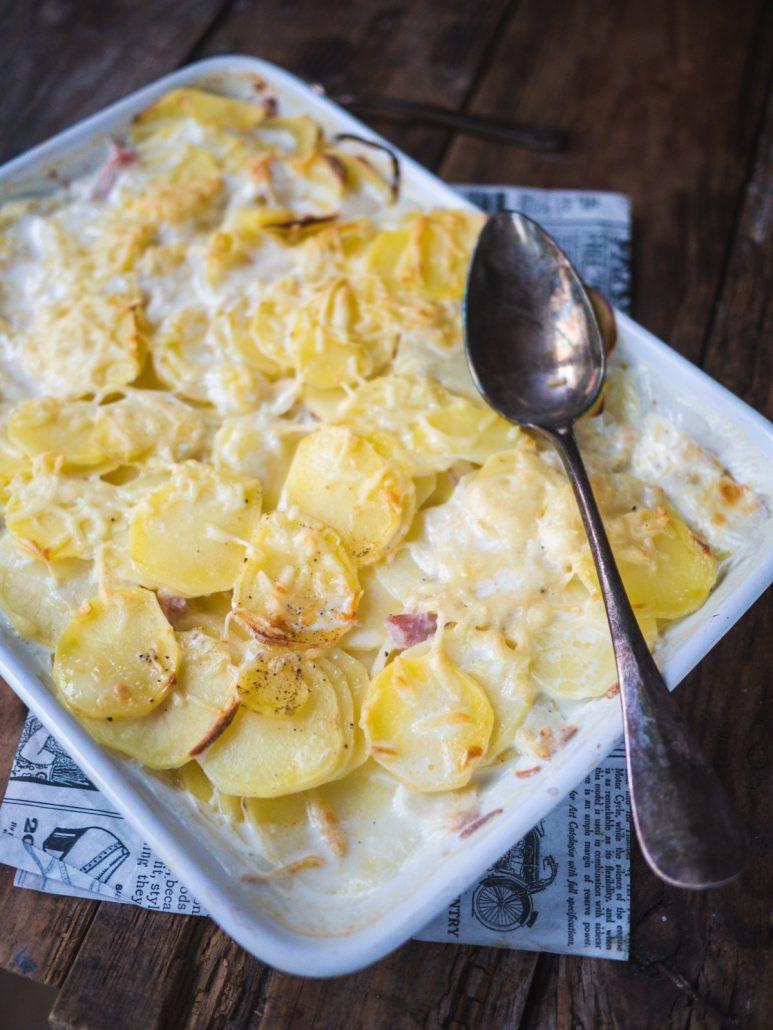 Gratin de pommes de terre aux lardons et crème