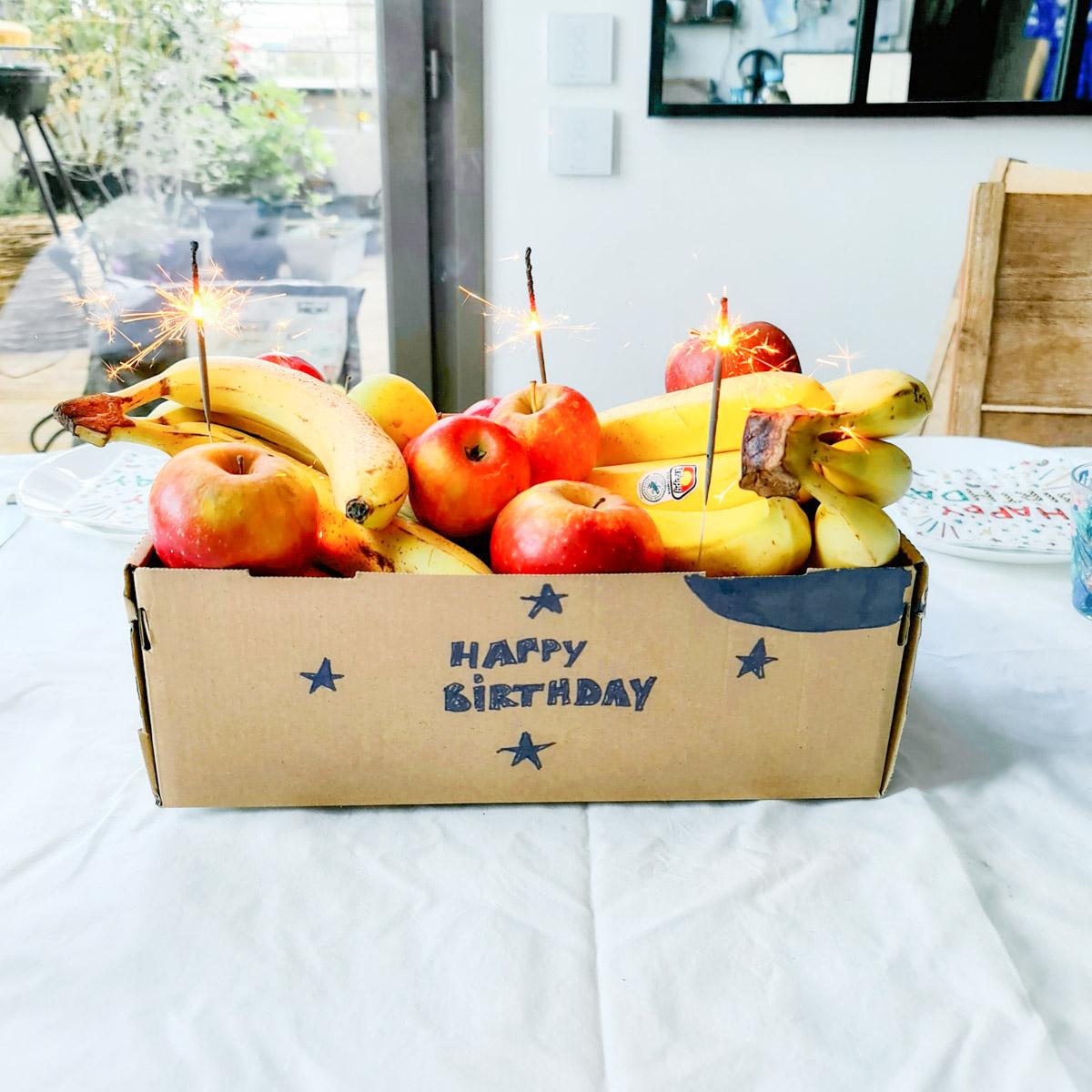 Créez une fausse corbeille à fruits pour piéger un ado lors de son anniversaire !
