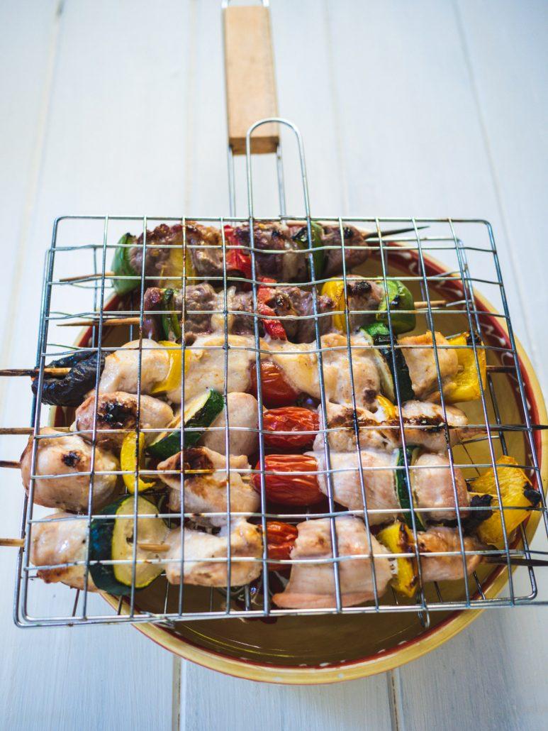 Brochettes de poulet mariné au curry et légumes