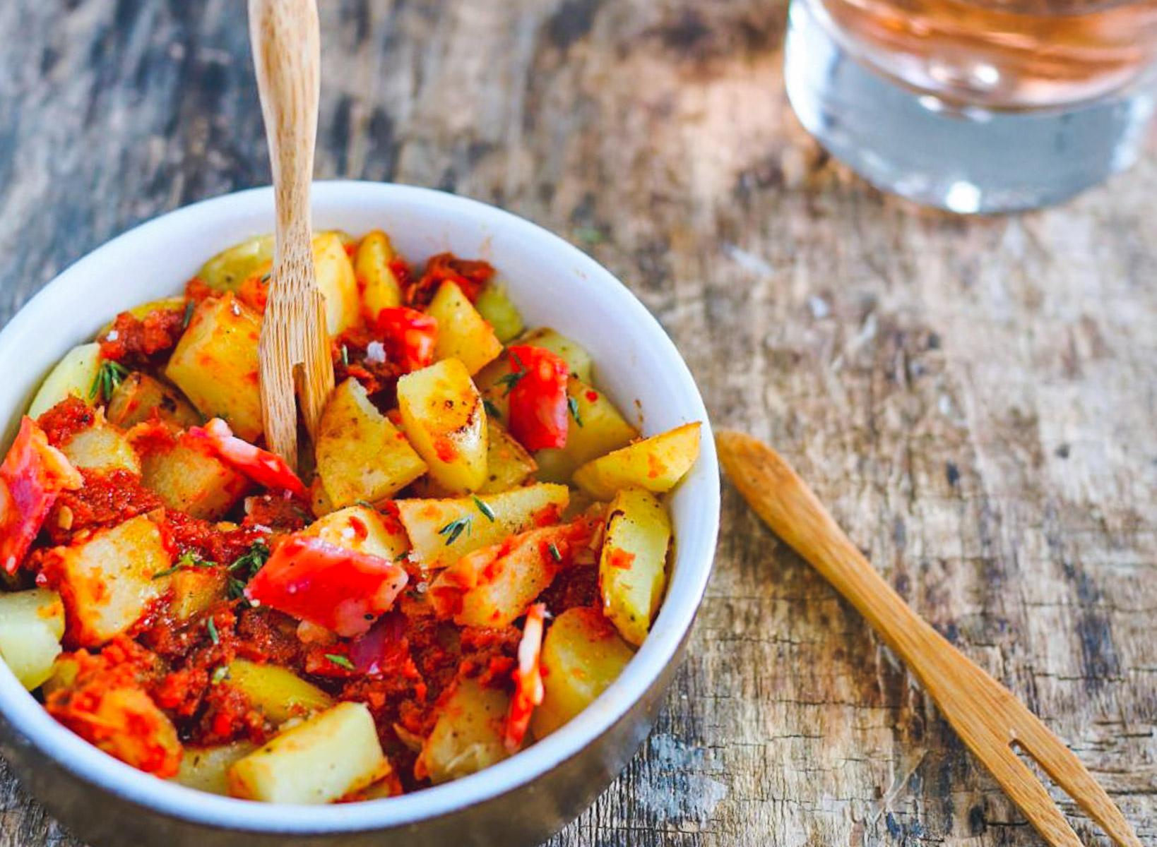 Pommes de terre rôtis, sauce au chorizo