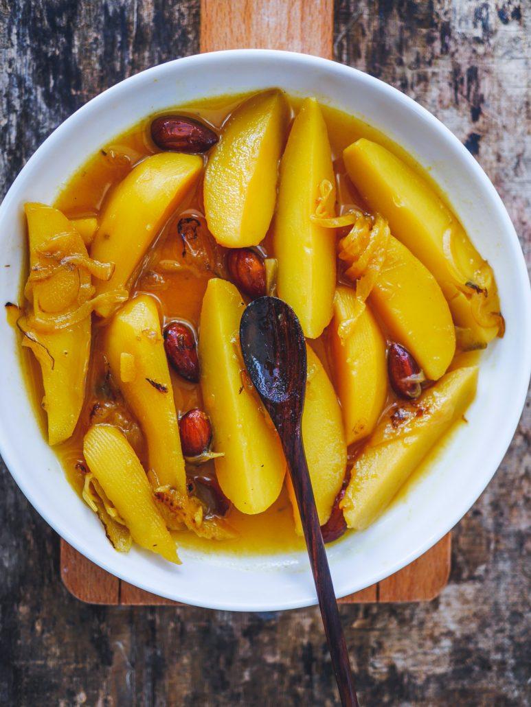 Ragoût de pommes de terre au safran et oignons