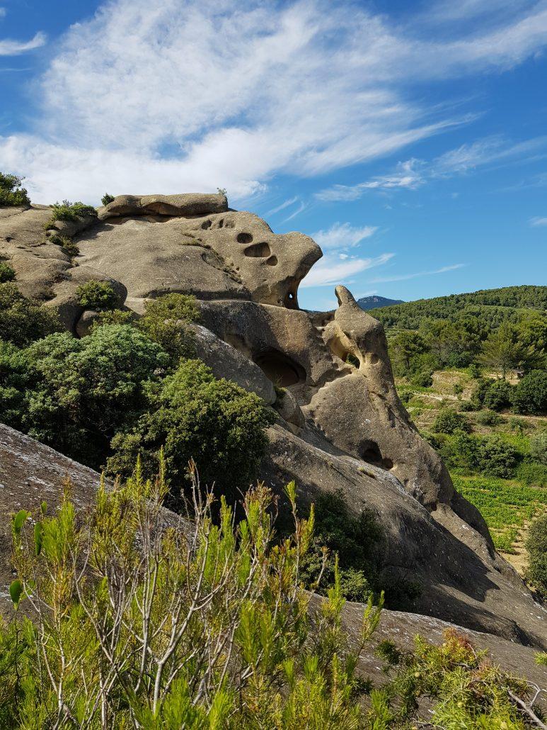 Le rocher de Rocalinaud, à Beaumes de Venise